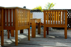 Cadeiras e tabela de madeira Imagens de Stock