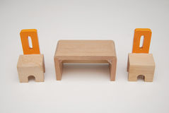 Cadeiras e tabela de madeira da mobília Imagem de Stock