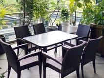 Cadeiras e tabela no café Imagens de Stock
