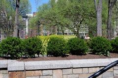 Cadeiras e tabelas empilhadas em Union Square fotos de stock royalty free