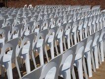 Cadeiras em seguido Fotografia de Stock Royalty Free
