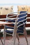 Cadeiras empilhadas na praia Fotografia de Stock