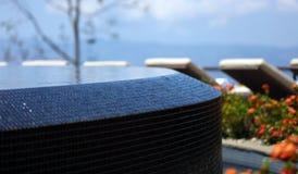 Cadeiras luxuosas da associação e de sala de estar da infinidade na piscina superior do hotel do curso de Costa Rican Fotografia de Stock Royalty Free