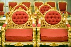 Cadeiras luxuosas no quarto de recepção Foto de Stock Royalty Free