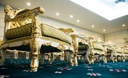 Cadeiras luxuosas no quarto de recepção Fotografia de Stock