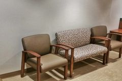 Cadeiras modernas do interior do escritório Imagens de Stock Royalty Free