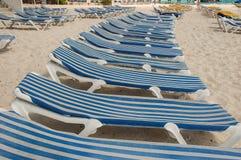 Cadeiras na fileira fotografia de stock
