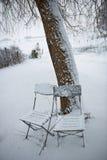 Cadeiras na neve Fotografia de Stock Royalty Free