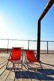 Cadeiras na praia de Figueira a Dinamarca Foz do terraço Foto de Stock Royalty Free
