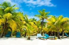 Cadeiras na praia do paraíso Fotografia de Stock