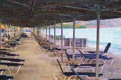 Cadeiras na praia - nenhum pessoa Fotografia de Stock