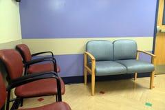 Cadeiras na sala de espera fotografia de stock