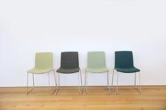 Cadeiras na sala de espera imagens de stock