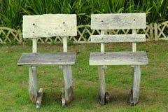 Cadeiras no jardim com natureza Fotos de Stock Royalty Free