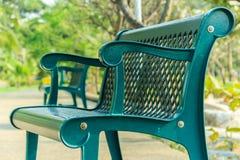 Cadeiras no jardim Objetos do destaque na imagem É a cadeira o fotografia de stock royalty free