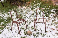 Cadeiras oxidadas na neve Foto de Stock Royalty Free