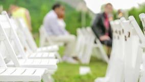 Cadeiras para convidados no casamento filme