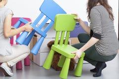 Cadeiras plásticas imagens de stock