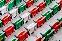 Cadeiras plásticas de dobramento no local de encontro do evento Imagem de Stock Royalty Free
