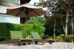 Cadeiras sob o guarda-chuva Fotos de Stock Royalty Free