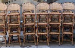 Cadeiras tecidas empilhadas Fotografia de Stock Royalty Free
