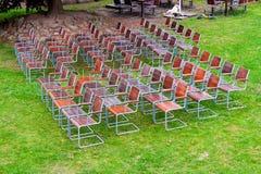 cadeiras vazias, de madeira do metal Foto de Stock