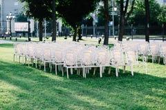 Cadeiras vazias no gramado Fotos de Stock Royalty Free