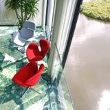 Cadeiras vermelhas e brancas Imagens de Stock Royalty Free