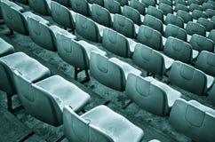 Cadeiras vermelhas velhas do estádio Imagem de Stock