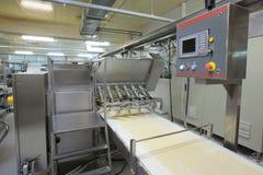 Cadena de producción de los pasteles. Imágenes de archivo libres de regalías