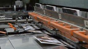 cadena de producción encuadernada del libro y de la revista metrajes