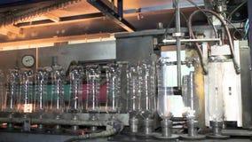 Cadena de producción para la producción y el embotellamiento de bebidas carbónicas Fábrica para la producción de agua mineral y metrajes