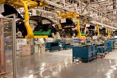 Cadena de producción de la nave de montaje del automóvil Imágenes de archivo libres de regalías