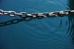 Cadena en el agua Foto de archivo libre de regalías