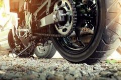 Cadena y piñón posteriores de la motocicleta Fotos de archivo libres de regalías