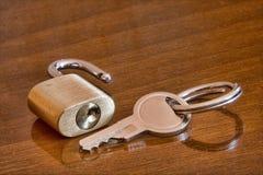 Cadenas avec la clé image libre de droits