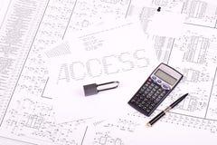 Cadenas, crayon lecteur, calculatrice Photo libre de droits