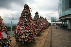 Cadenas d'amour à la tour de N Séoul Photographie stock