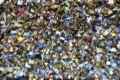 Cadenas d'amour à Paris Photo libre de droits