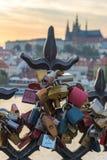 Cadenas d'amour à Prague Photographie stock libre de droits