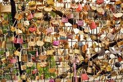 Cadenas d'amour chez Pont des Arts Image stock
