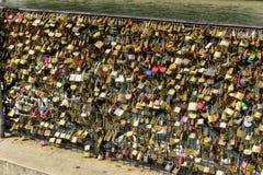 Cadenas d'amour de PARIS Photo libre de droits