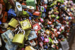Cadenas d'amour en parc de Namsan Photos stock