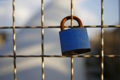 Cadenas d'amour enchaîné au pont Images libres de droits