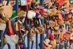 Cadenas d'amour ou serrures de l'amour Photographie stock