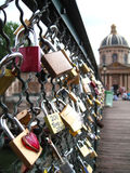 Cadenas d'amour, Pont des Arts, Paris Photographie stock libre de droits