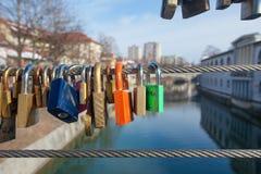 Cadenas d'amour sur le pont de bouchers Image libre de droits
