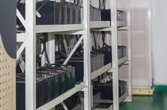 Cadenas de baterías para la fuente de alimentación ininterrumpible, talud Imagen de archivo libre de regalías