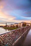 Cadenas de l'amour sur un pont de Salzbourg Photo stock