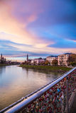 Cadenas de l'amour sur un pont de Salzbourg Images stock